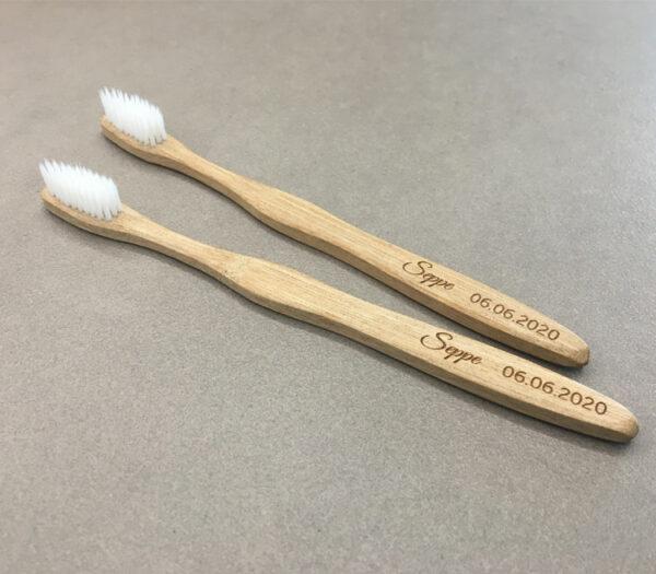 Tandenborstel met naam als origineel communiebedankje en lentefeestbedankje