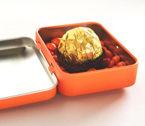 Snoepdoosje bedrukt met naam als originele doopsuiker - Doopsuiker zelf maken - Snoepdoos met naam