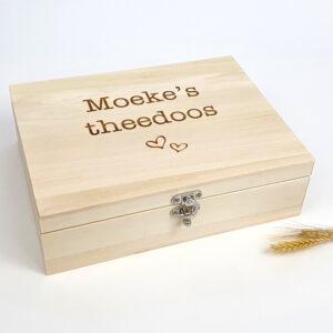 Theedoos met naam in hout als origineel moederdagcadeau